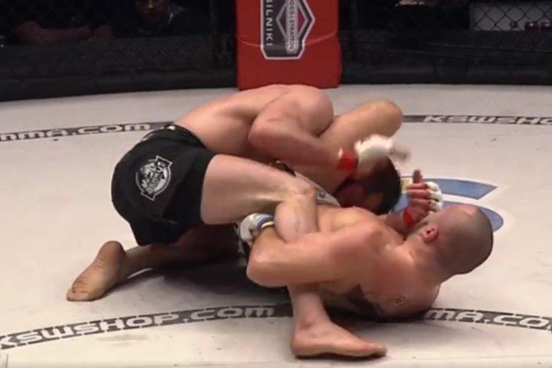Po raz pierwszy w karierze, Mamed Khalidov przegrał swój pojedynek.
