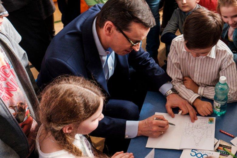 Premier Mateusz Morawiecki na Dzień Dziecka podpisał rozporządzenie w związku z wyprawką szkolną dla dzieci.