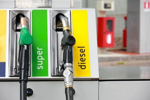 Litr benzyny może kosztować w przyszłym roku 5,50, a ropy 5 zł. Tanio to już było.