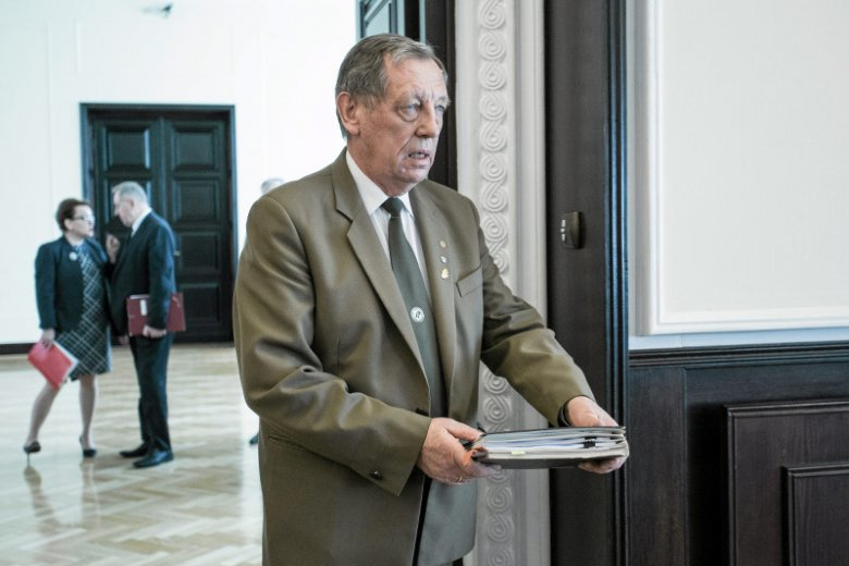 Jan Szyszko przyznał ponad 6 mln złotych dotacji na portal multimedialny puszcza.tv fundacji, na czele której stoi Grzegorz Tomaszewski - jeden z kuzynów Jarosława Kaczyńskiego.