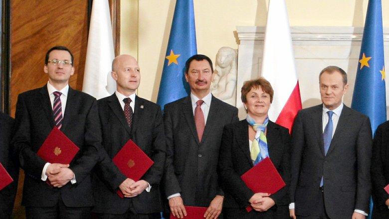 Mateusz Morawiecki został doradcą gospodarczym Donalda Tuska tuż przed katastrofą smoleńską. Z Rady Gospodarczej rządu PO-PSL odszedł w 2012 roku.