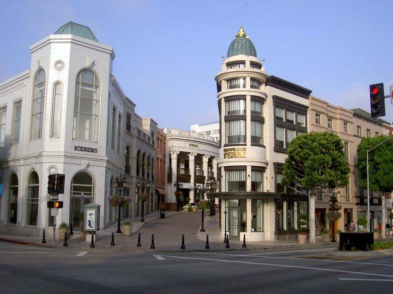 """Rodeo Drive. W tutejszych butikach w filmie """"Pretty Woman"""" Richard Gere kupował Julii Roberts olśniewające kreacje."""