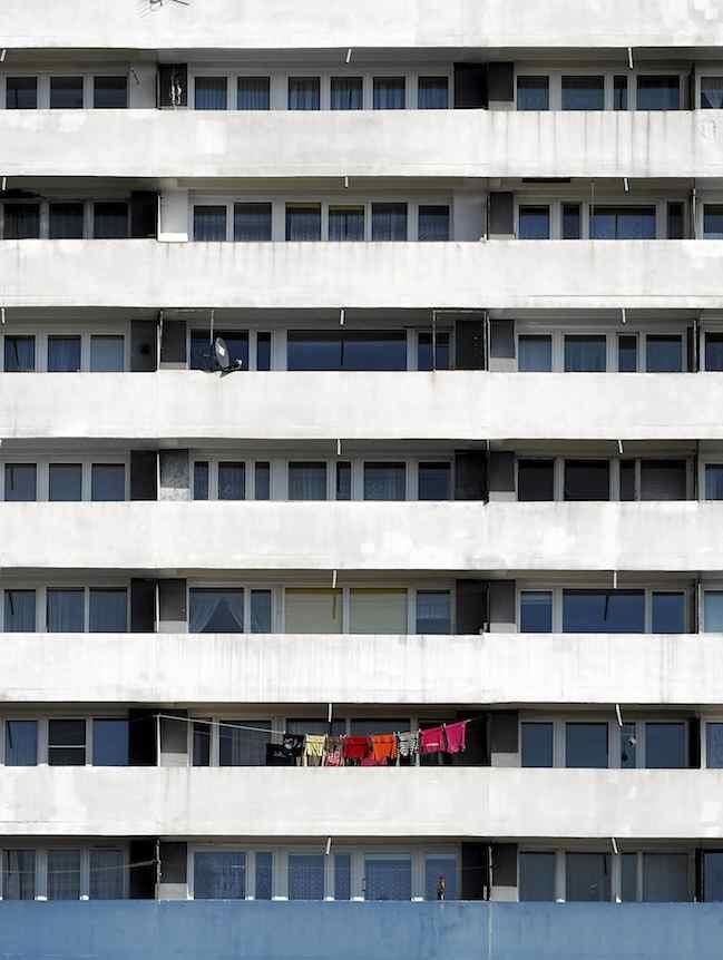 W Polsce coraz chętniej urządzamy balkony. Mądrze wykorzystujemy tę przestrzeń, a niekiedy inwestujemy w jej remont. To podnosi wartość nieruchomości.