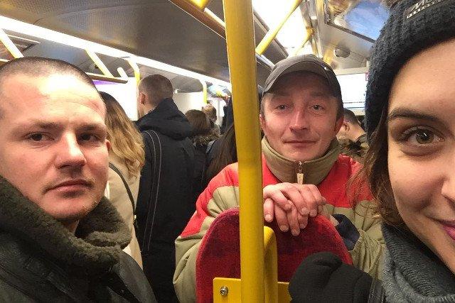 Internautka chce pomóc bezdomnym, których poznała w metrze.