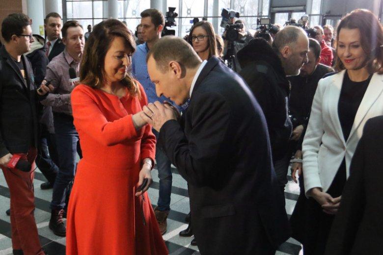 Jacek Kurski otwiera dziś szampana. Na konta TVP, z budżetu państwa wpłynie dodatkowych kilkaset milionów złotych.