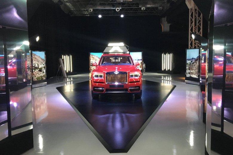 Rolls-Royce Cullinan w kosmicznej aranżacji.