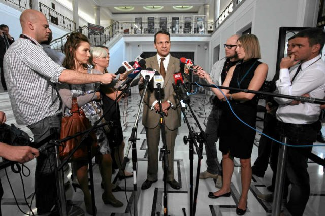 Radosław Sikorski powiedział, że polscy inspektorzy mogą zająć sięrozbrajaniem arsenału chemicznego Baszara al-Assada.