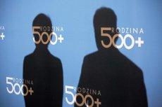 Wielu Polaków nie ma pojęcia, jak finansowany jest program 500+.