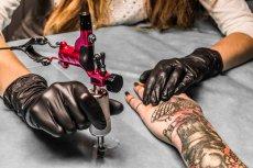 Tatuaże ładnie wyglądają, ale naukowcy przed nimi ostrzegają.