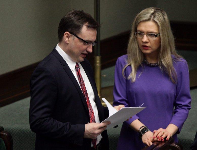 Minister sprawiedliwości i prokurator generalny Zbigniew Ziobro oraz szefowa sejmowej komisji śledczej ds. Amber Gold mają pełne ręce roboty
