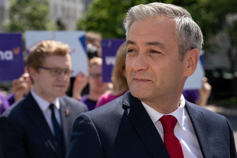 Robert Biedroń krytykuje Sławomira Neumanna i Małgorzatę Kidawę-Błońską.