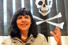 Birgitta Jonsdottir, szefowa Partii Piratów na Islandii. Jej ugrupowania prowadzi w sondażach przed jesiennymi wyborami.