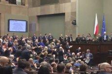 PiS zgotowało Elżbiecie Rafalskiej owację na stojąco po tym jak Sejm przegłosował podwyżki emerytur.
