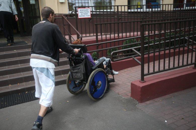 Reformy wprowadzone przez Annę Zalewską oznaczają zmiany w sposobie zatrudniania terapeutów pracujących z niepełnosprawnymi dziećmi. (zdjęcie ilustracyjne)
