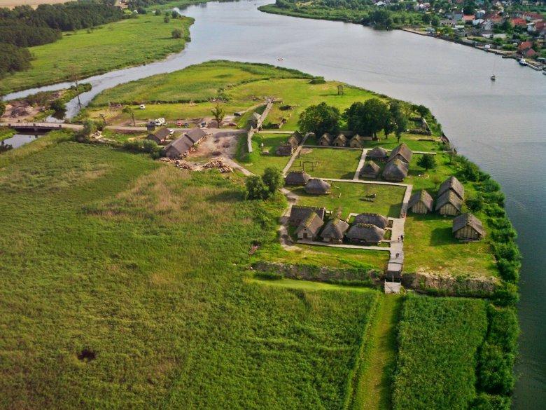 Wczesnośredniowieczna osada Słowian i Wikingów na wyspie Wolin.