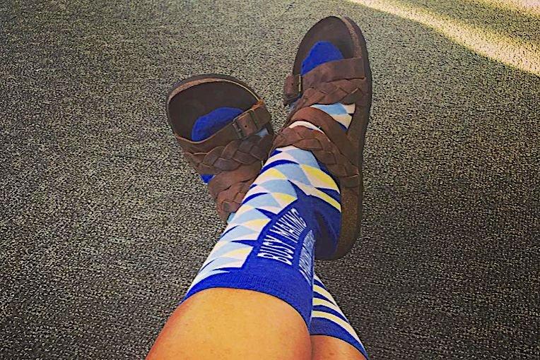 W mieście czy poza nim – sandały i skarpety to zawsze doskonałe zestawienie