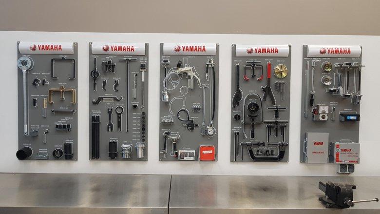 Wszystkie pomoce naukowe w klasie zasponsorowała Yamaha.