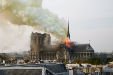 Eksperci z Uniwersytetu w Wersalu ostrzegali, że w katedrze Notre Dame może dojść do pożaru.