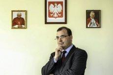 """Andrzej Jaworski z PiS nazywa tęczę na pl. Zbawiciela """"symbolem nienawiści""""."""