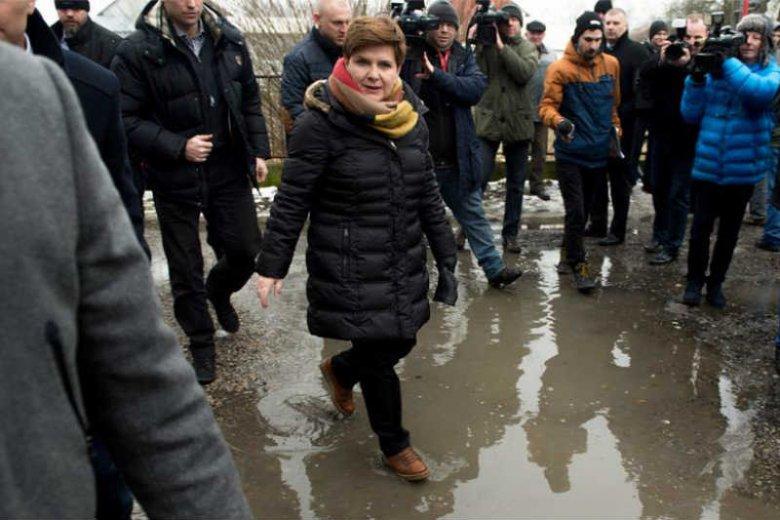 Beata Szydło próbuje na opozycję zrzucić winę za swoją nieudolność.