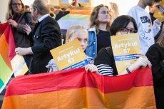 """26 października w ponad 200 szkołach w Polsce odbędzie się """"Tęczowy Piątek"""". Sprawdziliśmy, jakie materiały od organizatora - Kampanii Przeciw Homofobii - otrzymali nauczyciele. Zdjęcie poglądowe."""
