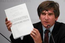 Dziennikarze i eksperci krytykują polityczne zaangażowanie prezesa SDP Krzysztofa Skowrońskiego.