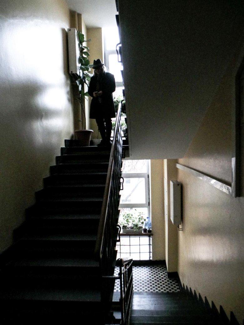 Kamil Sipowicz wychodzi z mieszkania syna