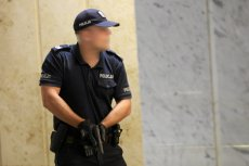 Policjant w przypadku zagrożenia życia nie musi oddawać strzału ostrzegawczego.