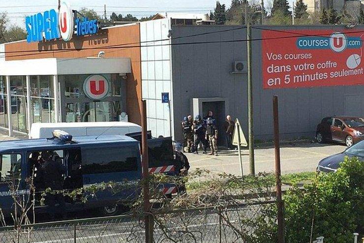 Sprawca ataku we francuskim supermarkecie w Trèbes został zastrzelony przez policję.