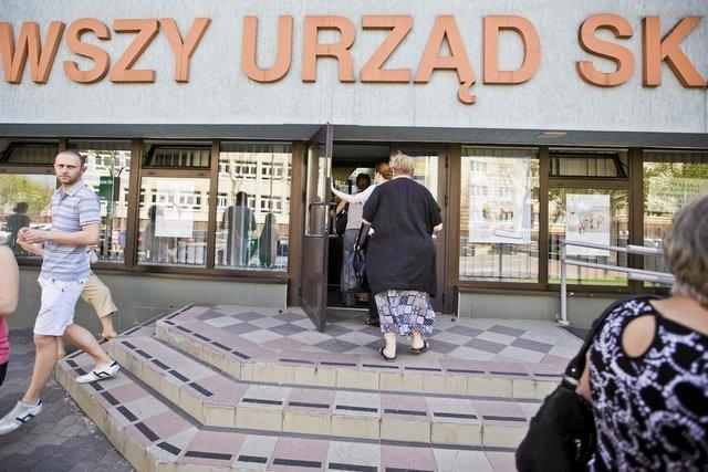 Gdyby wprowadzić wyższą kwotę wolną od podatku ubodzy Polacy  nie musieliby płacić absurdalnego podatku dochodowego