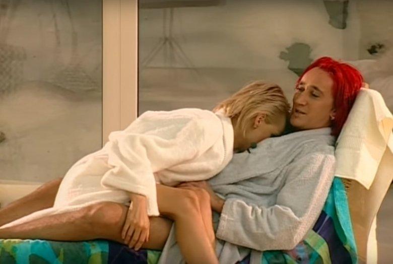"""Michał Wiśniewski z żoną w pierwszym odcinku programu """"Jestem jaki jestem"""" (2003)"""