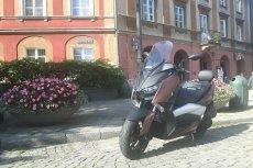 Yamaha X-max 300 to doskonałe połączenie elegancji z nowoczesnością, podlane lekką nutą sportowych aspiracji.