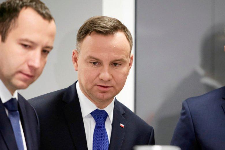 PiS wywiera coraz większą presję na Andrzeju Dudzie. Nawet za pomocą plotek.