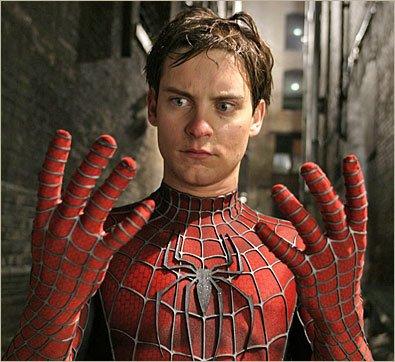 Tobey Maguire jako Spider-Man, w drugiej części trylogii Raimiego