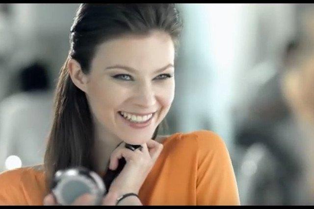 Anna Lucińska w reklamie gum do żucia.