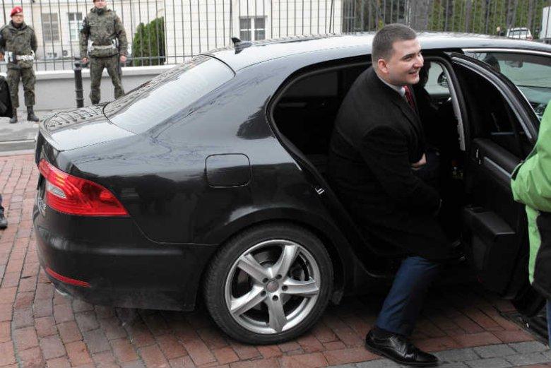 Bartłomiej Misiewicz zarabia w MON 12 tys. zł miesięcznie.