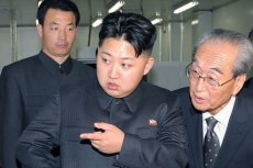 Kim Dzong Un w podróż na linię demarkacyjną zabierze... toaletę.