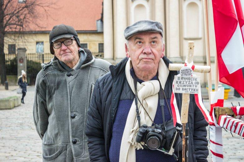 Prawicowcy nie są zadowoleni z odsunięcia Antoniego Macierewicza  ze stanowiska szefa MON.