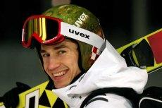 Kamil Stoch zdominował konkurs skoków narciarskich na normalnej skoczni podczas zimowych igrzysk olimpijskich w Soczi.