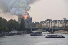 """Internauci komentują pożar katedry Notre Dame. Są wpisy m.in. o muzułmanach, ale też dopatrywanie się """"specjalnych znaków"""" dla ludzkości."""