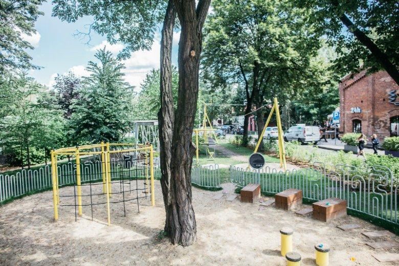 Plac zabaw na Soho Factory przyciąga dzieciaki nie tylko z pobliskich apartamentowców