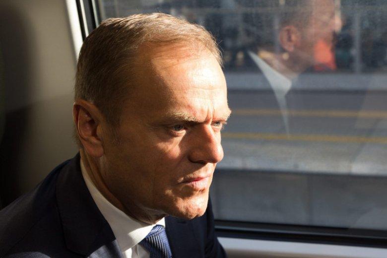 Donald Tusk otrzymuje wyjątkowo atrakcyjnąpensję za bycie szefem Rady Europejskiej.