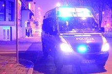 Zatrzymany mężczyzna poskarżył się na przepełniony radiowóz. Sąd przyznał mu rację.