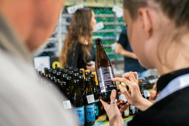 O piwie wiele można dowiedzieć się na podstawie jego etykiety, przekonują Piwoznawcy.