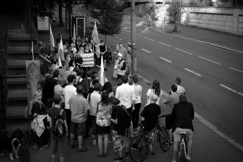 Protest przeciwko próby przejęcia SN i KRS przez PiS, przed ambasadą RP w Oslo (22.7.2017).