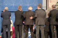 Jean-Claude Juncker był wyraźnie niedysponowany podczas szczytu NATO w Brukseli.