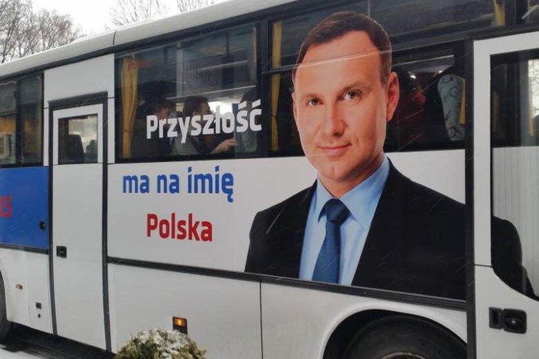 """Kampania """"po polsku"""", czyli Andrzej Duda i Autosan. W tle wielki przemysł i prawie 200-letnia tradycja."""
