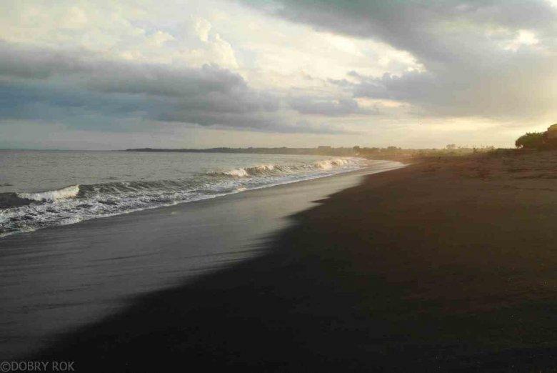 Wulkaniczne plaże Bali, Indonezja