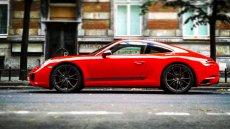 Porsche 911 Carrera T. W czerwieni jej do twarzy.