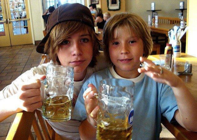Pijące dzieciaki to powoli rzadkość. Przynajmniej według statystyk.